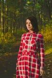 惊人的女孩在森林里 库存图片
