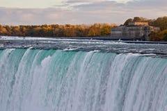 惊人的强有力的尼亚加拉瀑布美丽的明信片  免版税库存图片