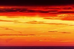 惊人的日出和五颜六色的天空 免版税库存图片