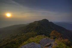 惊人的日出和山 图库摄影