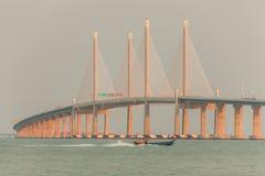 惊人的日出和日落在第2座槟榔岛桥梁 库存照片
