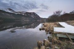 惊人的日出风景图象在冬天在锡的Llyn Cwellyn 图库摄影
