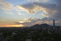 惊人的日落云彩在圣地亚哥,智利 免版税图库摄影