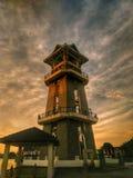 惊人的日落在丹戎查理灯塔,位于亚罗士打,吉打,马来西亚 免版税库存照片