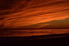 惊人的日落在离圣塔巴巴拉的附近海岸  库存照片