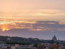 惊人的日落在罗马 库存照片