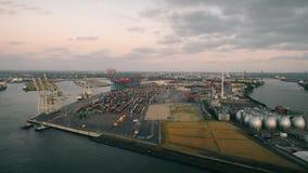 惊人的日落鸟瞰图在汉堡,德国港的  股票录像