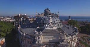 惊人的欧洲建筑学歌剧家的真实的珍珠(空中) 股票视频