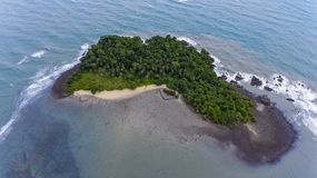 惊人的海岛在离酸值的附近张,泰国海岸  库存图片