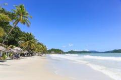 惊人的海滩在凌家卫岛 库存照片