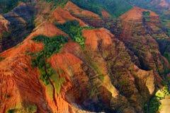 惊人的看法到Waimea峡谷里 免版税库存图片