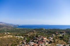 惊人的看法向从一座山的顶端海在希俄斯海岛,希腊 免版税库存照片