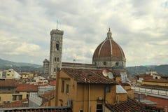 惊人的看法在佛罗伦萨,从旅馆看见的圆顶 免版税库存照片