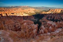 惊人的红砂岩风景看法在布赖斯峡谷Na不祥 免版税库存图片