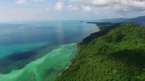 惊人的美丽的海岛鸟瞰图  股票录像