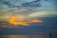 惊人的美好的日落在泰国湾 免版税库存图片