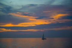 惊人的美好的日落在泰国湾 免版税库存照片