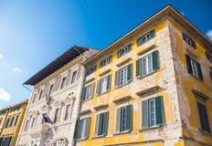 惊人的豪宅在市比萨-美丽的房子门面-比萨意大利- 2017年9月13日 免版税库存照片