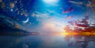 惊人的超现实的背景-上升在平静的s上的新月形月亮 图库摄影