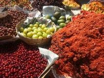 惊人的颜色菜和香料 免版税库存图片