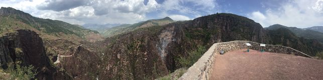 惊人的风景在达吕伊峡谷  库存图片