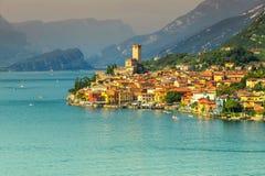惊人的马尔切西内旅游胜地和高山, Garda湖,意大利 免版税图库摄影