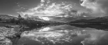 惊人的黑白日出风景图象在冬天L 库存照片