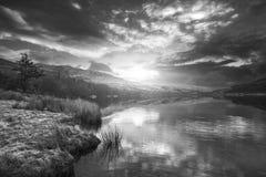 惊人的黑白日出风景图象在冬天L 免版税库存图片