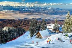 惊人的滑雪胜地在喀尔巴汗, Poiana布拉索夫,罗马尼亚,欧洲 免版税库存照片