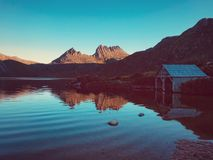 惊人Dove湖和摇篮山 库存照片