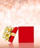 惊奇华伦泰有心脏和闪闪发光的礼物盒 免版税库存图片