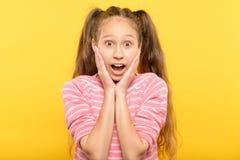 惊奇吓得发懵震惊喘气的女孩情感 库存图片