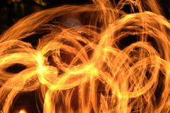惊奇在晚上的火展示 库存照片