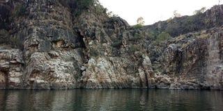 惊奇岩石或山与河maa Narmada,贾巴尔普尔印度 库存图片