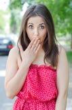 惊奇的女孩隐藏嘴。 图库摄影