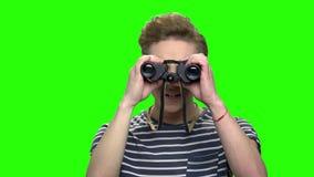 惊奇的好奇男孩使用双眼 股票录像