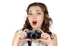 惊奇的妇女的图象有照相机的 免版税库存图片