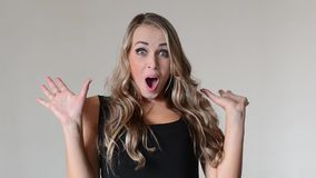 惊奇的妇女年轻人 股票录像