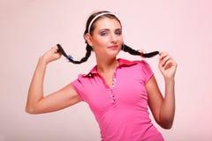 惊奇的妇女头发的照片在猪尾的 免版税库存图片