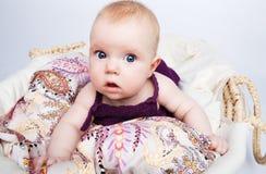 惊奇的宝贝逗人喜爱的看起来 图库摄影