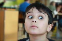 惊奇的男孩逗人喜爱 免版税库存照片