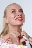 惊奇美丽的微笑的白肤金发的妇女 库存图片