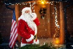 惊奇,圣诞老人到达 库存照片
