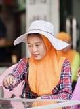 惠山少数女性供营商,三亚,中国 库存图片