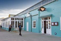 惠灵顿江边的,新西兰的北部海岛餐馆 库存照片