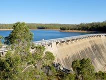 惠灵顿水坝水力发电动力火车 图库摄影