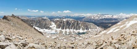 惠特尼山脉山顶全景 免版税库存照片