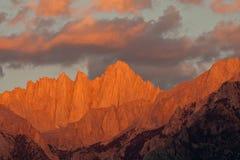 惠特尼山脉日出 免版税库存照片