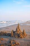 幻想在日落的沙子城堡 库存照片