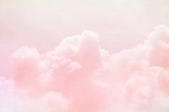 幻想天空和云彩与淡色梯度颜色 免版税库存图片
